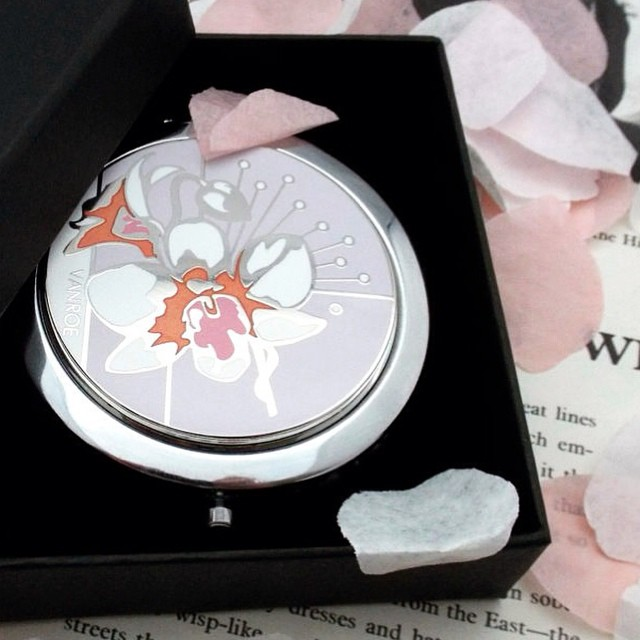 Orchid in pink compact mirror is proving popular with our April brides & bridesmaids - enamelled in Birmingham, England's famous Jewellery Quarter #aprilwedding #wedding #weddingplanner #pink #orchid #bridesmaids #gift #birmingham #favour #enamel #madeinengland