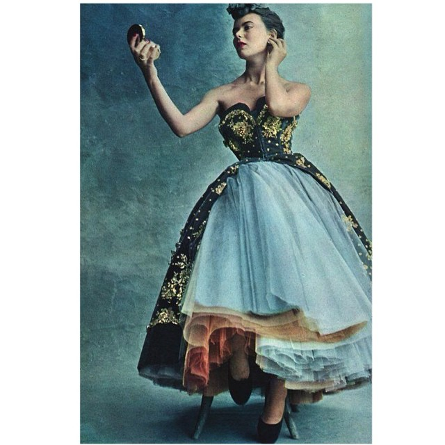 Christian Dior 1950 by Irving Penn. The glamour of couture and a compact. #dior #compactmirror #glamour #inspiration #beauty #couture #photography #penn