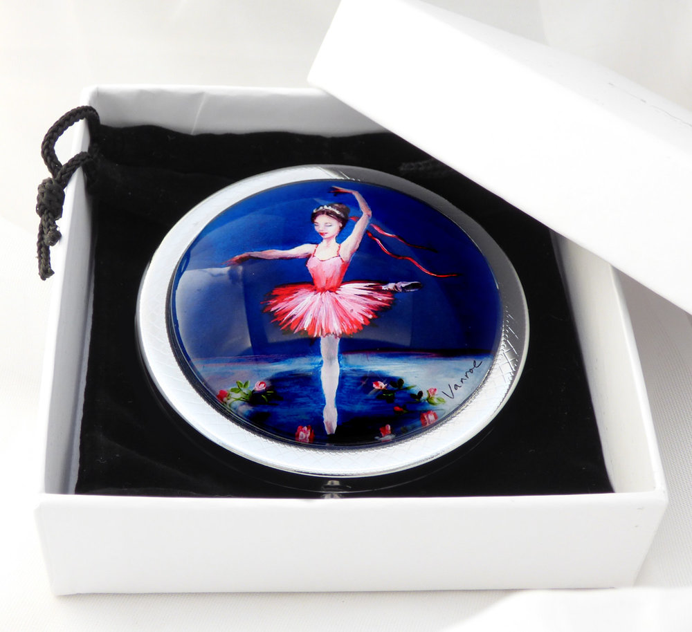 And here she is, as our new  Ballerina Princess compact mirror !