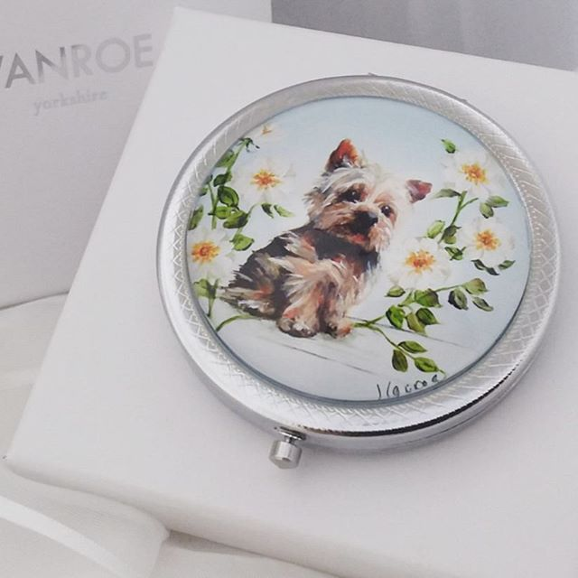 This little fellow is on his way to so many new homes this Christmas! #yorkshire #yorkie #yorkshireterrier #yorkshireartist #yorkiesofinstagram #yorkiepoo #yorkiedog #dog #doggift #mirror #illustration #art #painting #yorkies #terrier #terriersofinstagram #doglover