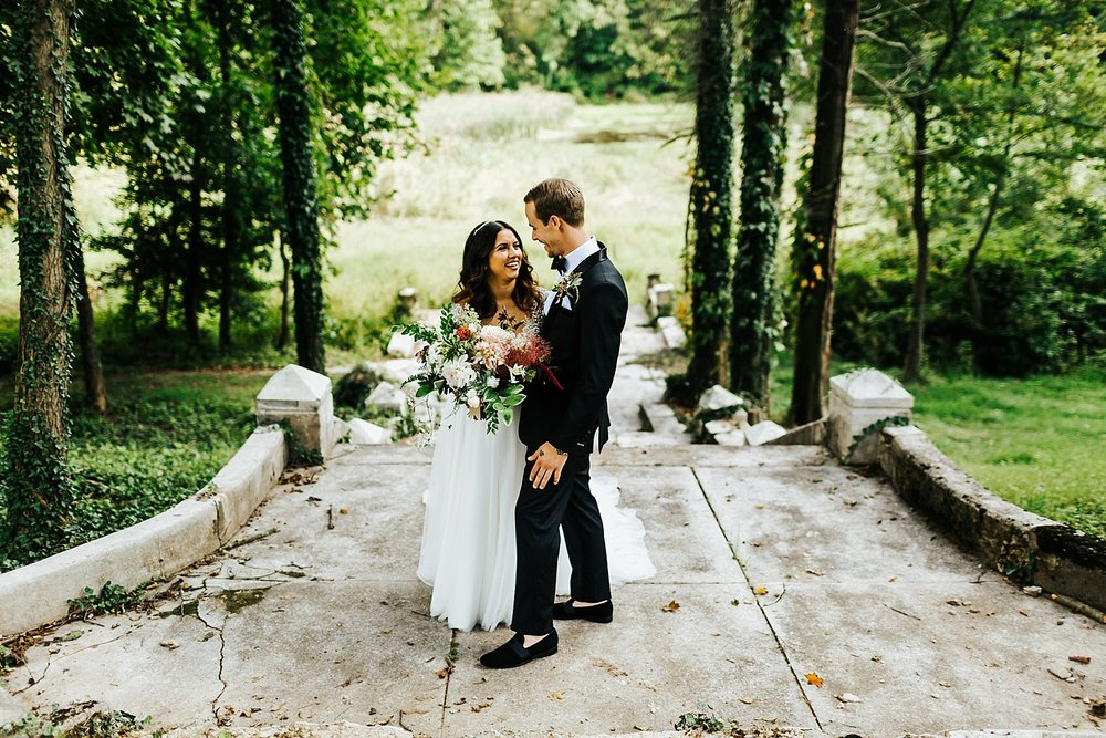 Summer wedding portraits at Historic Shady Lane