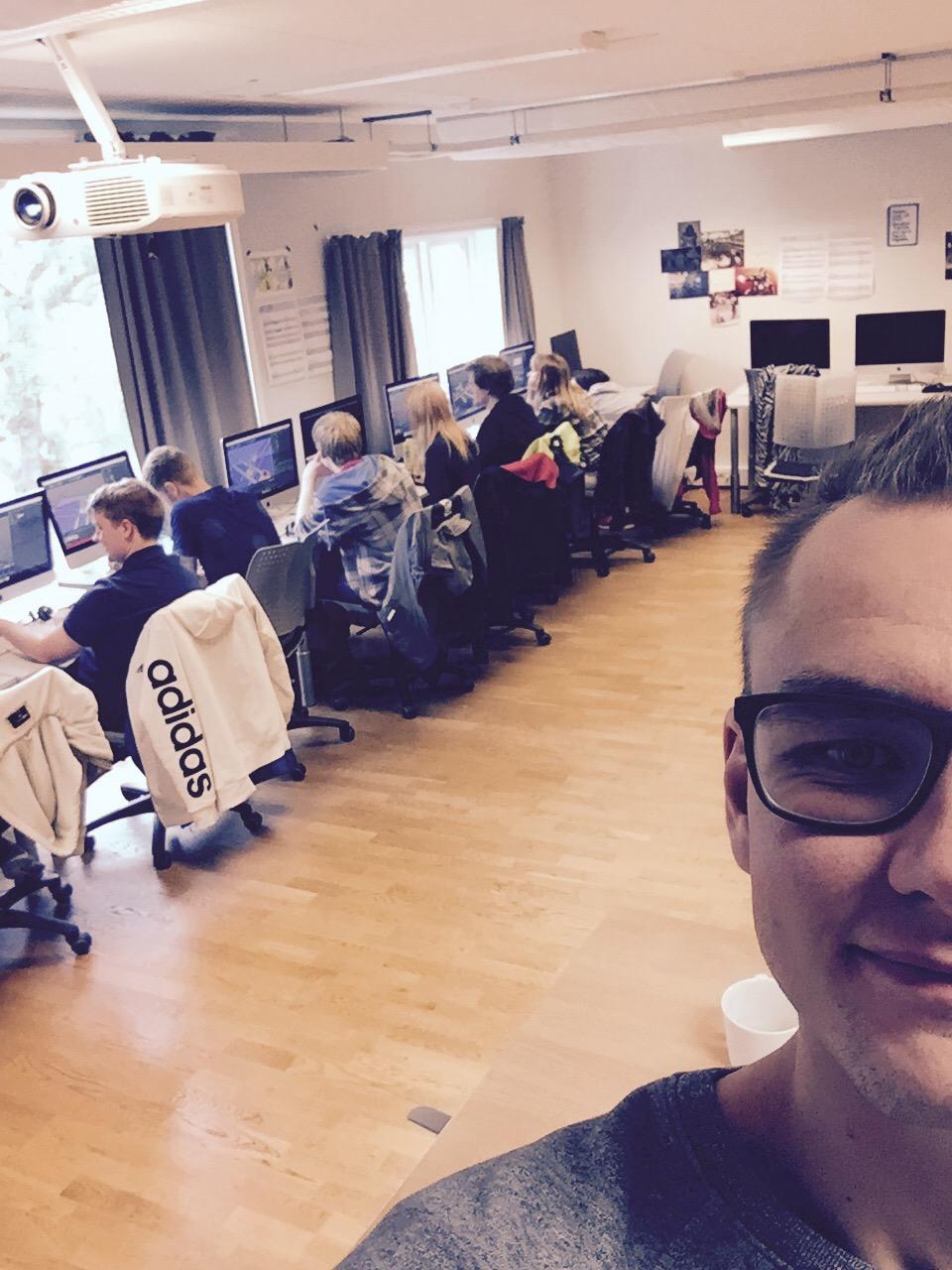 Kjartan underviser ved innkalling linjen 3D og animasjon ved Høyskolen Kristiania, Trondheim.