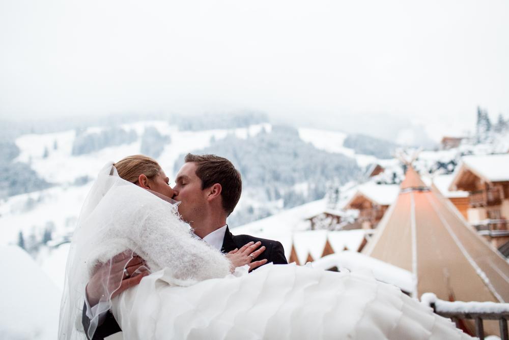 Ein Traum in weiß - Winterhochzeit im Hüttendorf