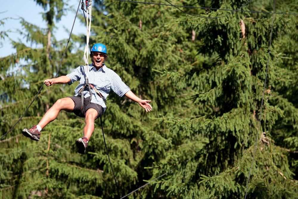 Waldseilgarten undFlying Fox  Im  Waldseilgarten Natrun  werdet ihr von ausgebildeten Trainern persönlich durch die verschiedenen Parcours begleitet. Highlights sind der 120m lange Speed Flying Fox, der King Swing und der freie Fall aus 14 Metern Höhe! Im  Flying Fox Park am Arthurhaus in Mühlbach  seid ihr genau richtig! Von Baum zu Baum fliegen und die herrliche Aussicht auf den Hochkönig genießen.Gemeinsame Erlebnisse in der Natur bewegen, verbinden und schaffen bleibende Erinnerungen. Oder für alle mit starken Nerven, der XXL Flying Fox in Leogang:Erlebe eine der schnellsten und längsten Stahlseilrutschen der Welt. In einem Affenzahn mit bis zu 130 km/h fliegt dir der Fahrtwind um die Ohren, während 140 Meter unter dir der Wald vorbei rauscht. 1.600 Meter voller Action durch die Berge  Informationen zum Waldseilgarten   Informationen zum Flying Fox am Arthurhaus   Informationen zum Flying Fox XXL by Jochen Schweizer in Leogang