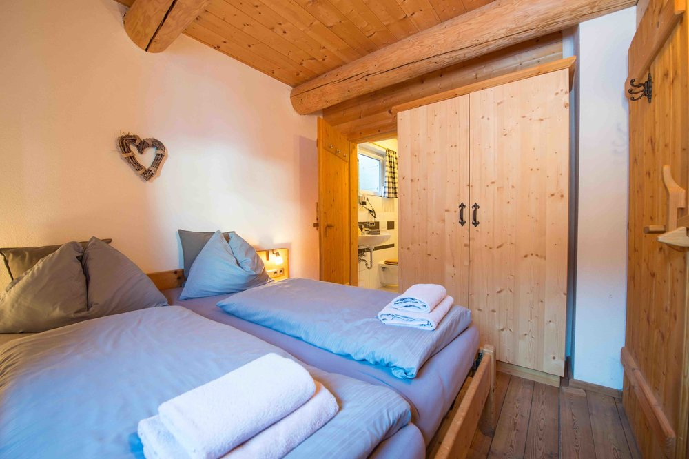 3 Doppelzimmer und 1 Vierbettzimmer