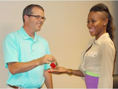 Pauletta Carson receives her new housekey