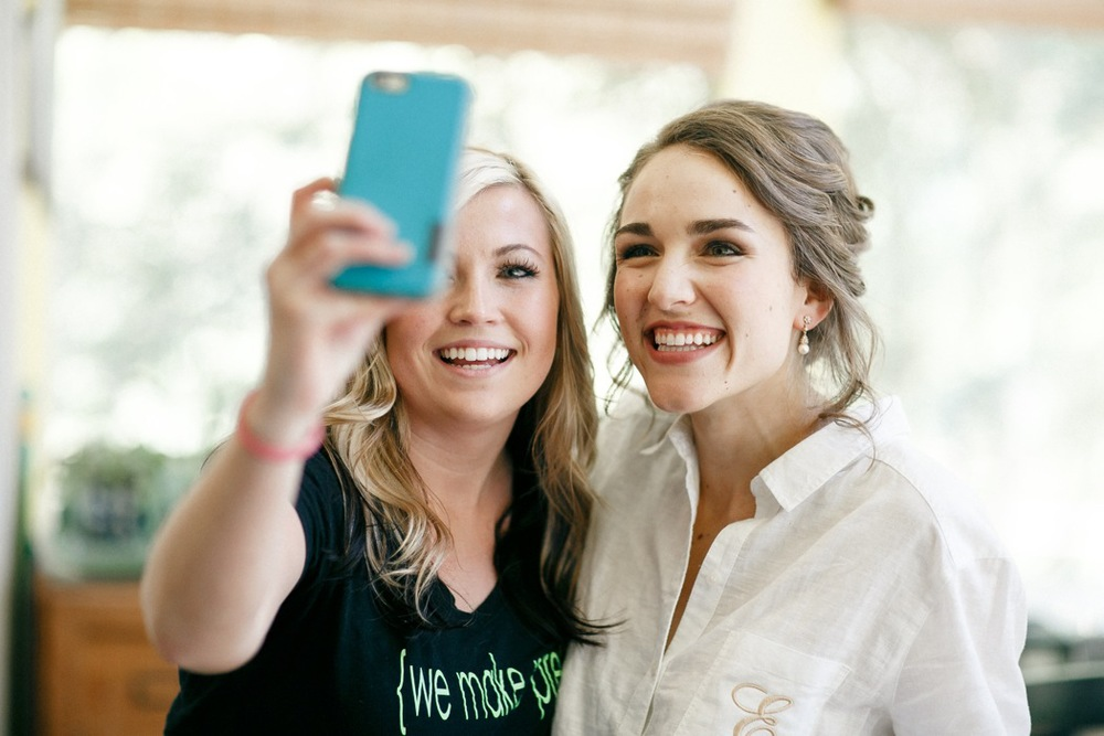 Ally and Erin grabbing a quick selfie! (Photo by : Kaylynn Marie Photography)