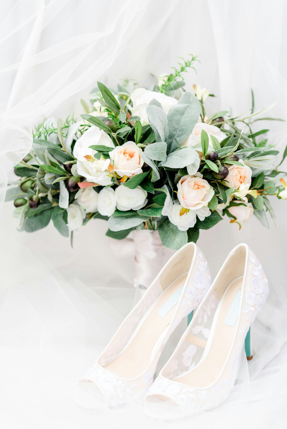 95deff35-blue-and-green-garden-wedding-in-la_0009.jpg