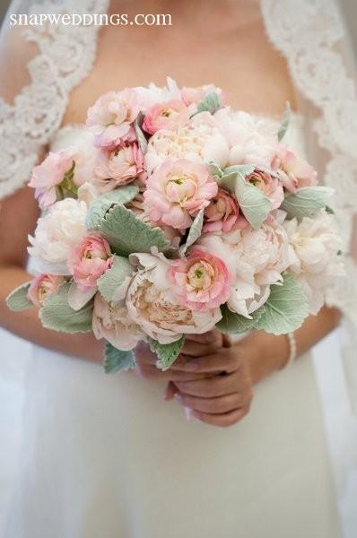 600x600_1365539126602-artistic-blossoms-floral-design-studio.jpg