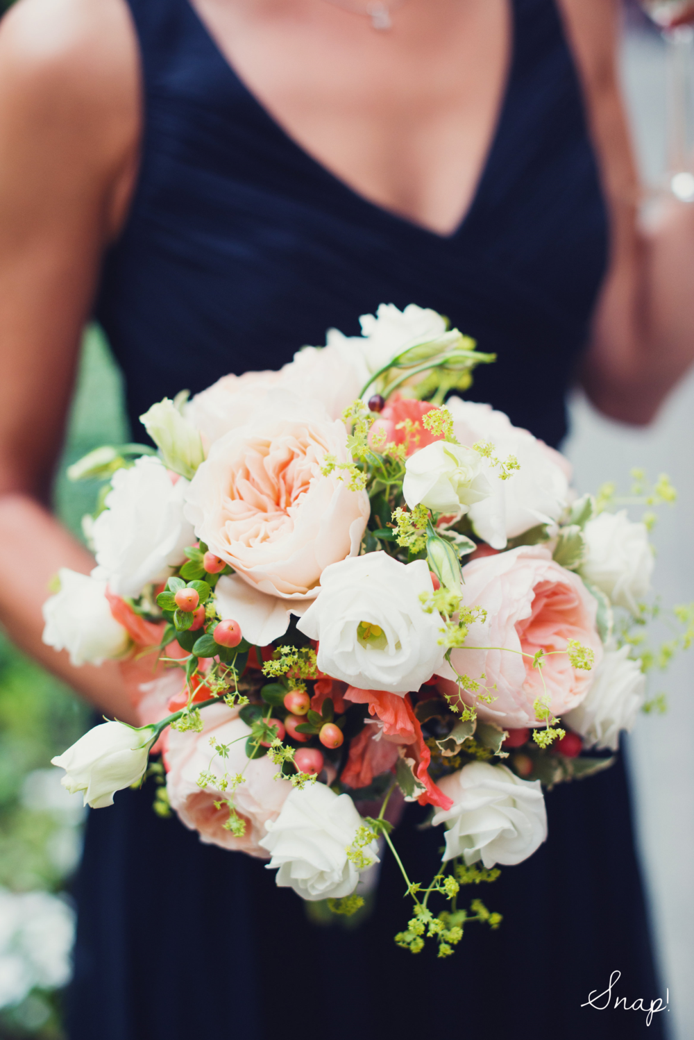 Garden Roses with Lisianthus & Hypericum