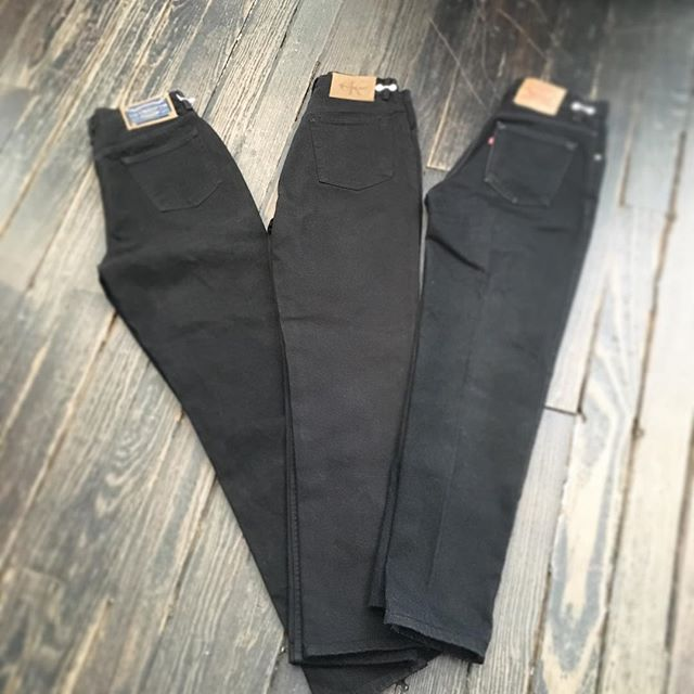 #highrise black mom jeans are just in @rachellevinstyle #high #waist #highrise #black #mom #jeams #newarrivals #selectitem #selectvintage #vintageclothing #1980s #1970s