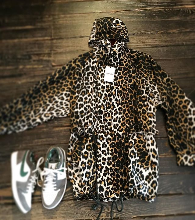 #気分が上がる #springaroundthecorner #animalprint #leopardprint #windbreaker #vintagefashion #1990s #1980s #nycstreetstyle #usednike #williamsburg #brooklyn