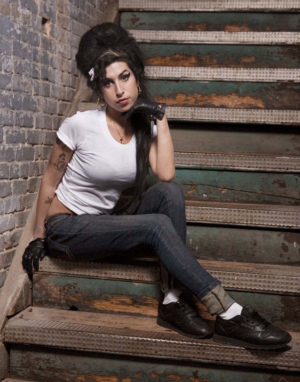 Amy_Winehouse_Stairs_1500.jpg