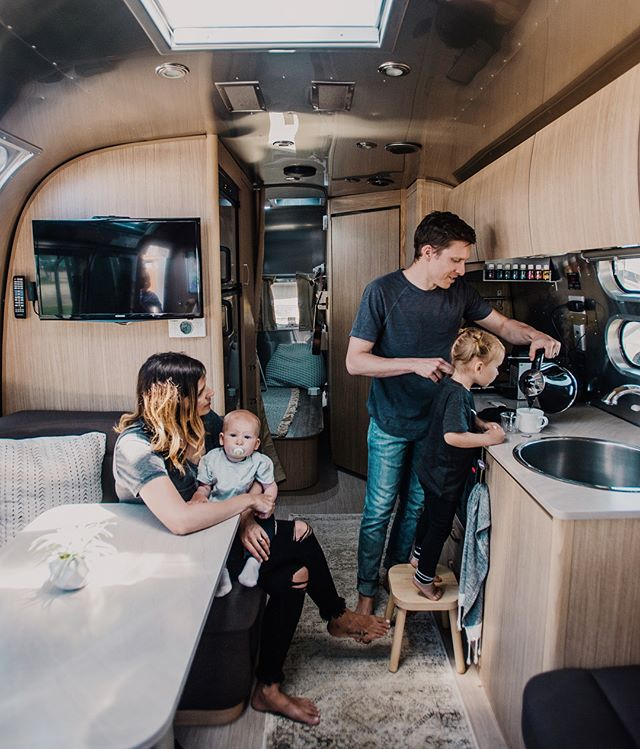What's it like to raise a family in an Airstream? Tiffany, her husband Jacob, their 3 year old and 14 month old moved from a 4-bedroom house into a 240-square-foot rig. Sparked from a desire to live more intentionally and grow their faith, these four made a big change. Find out how the children are adapting to sleeping in close quarters and their advice to other families interested in living this way. (link in bio) 📷 @ourfamilyadventures