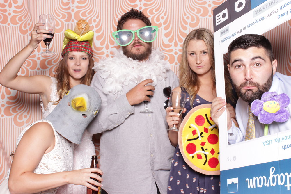 wedding-rent-photo-booth-pizza-prop