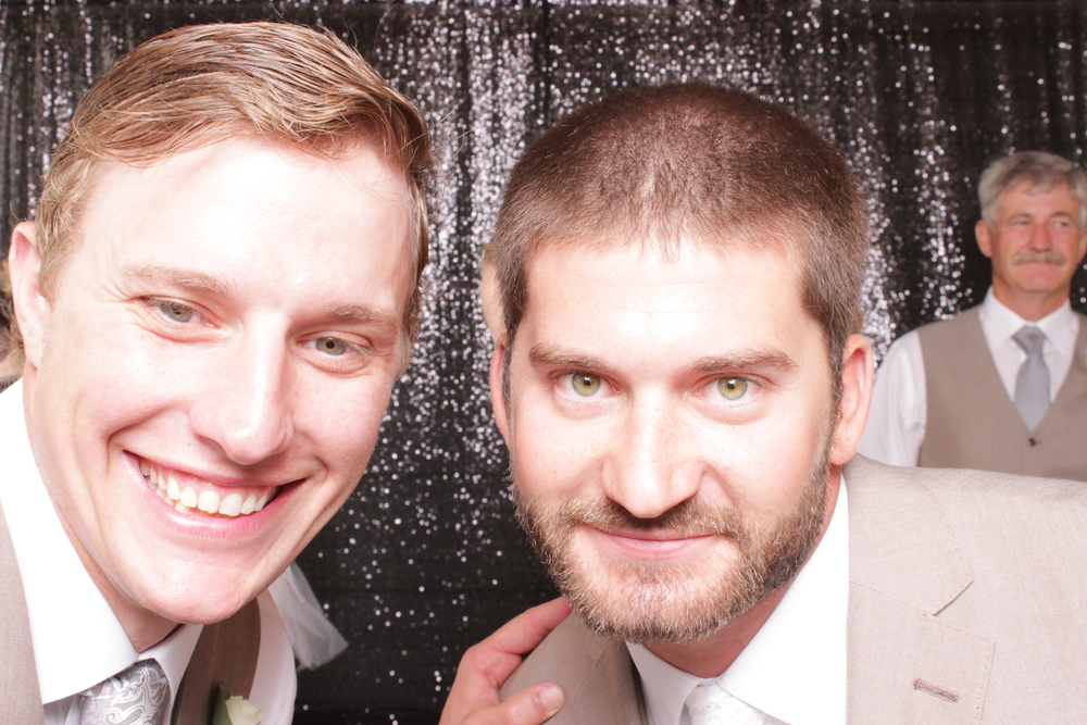 wedding-chico-open-air-photo-booth-best-man