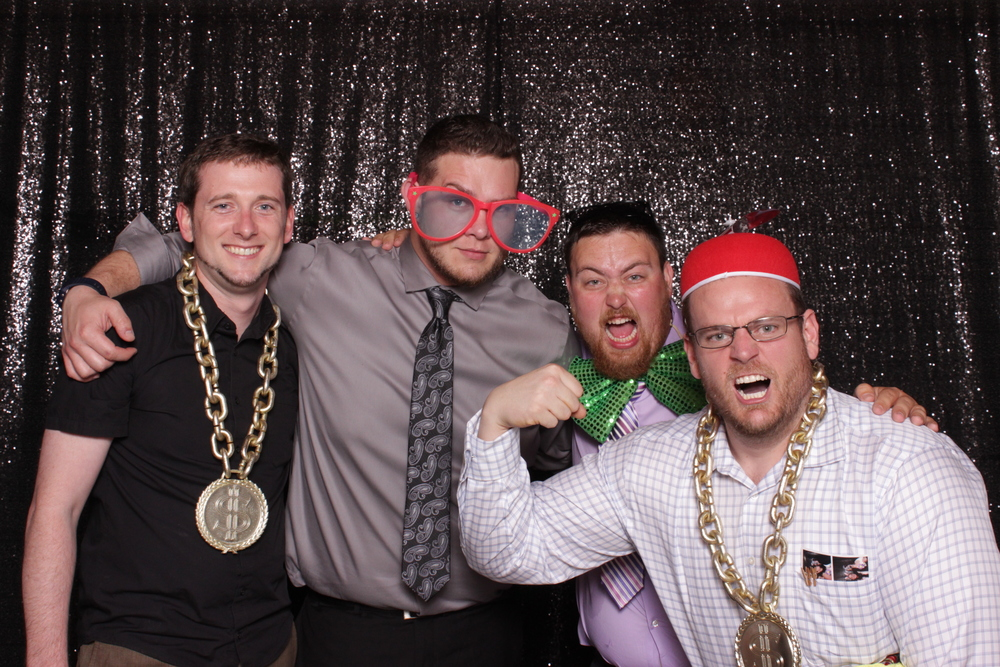 wedding-chico-open-air-photo-booth-strongmen
