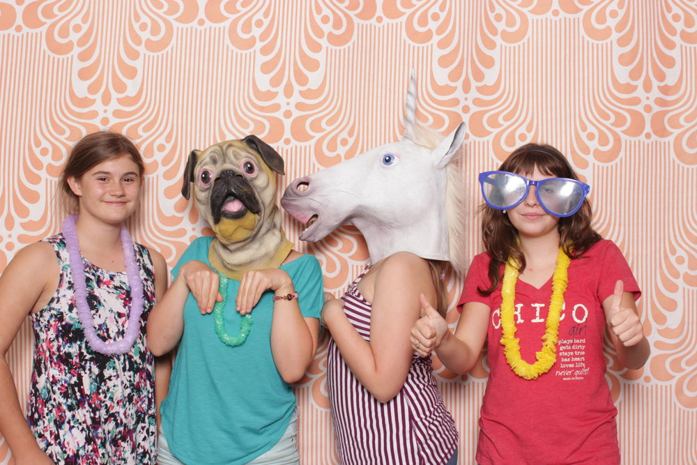 Infinite-hawaiian-luau-party-photo-booth-rental-chico-thumbsup