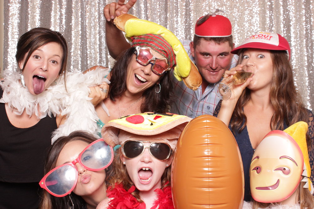 photo-booths-good-for-fun-weddings
