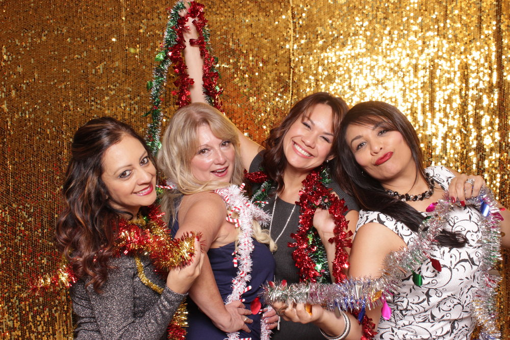chico-photo-booth-holiday-rush-sequins