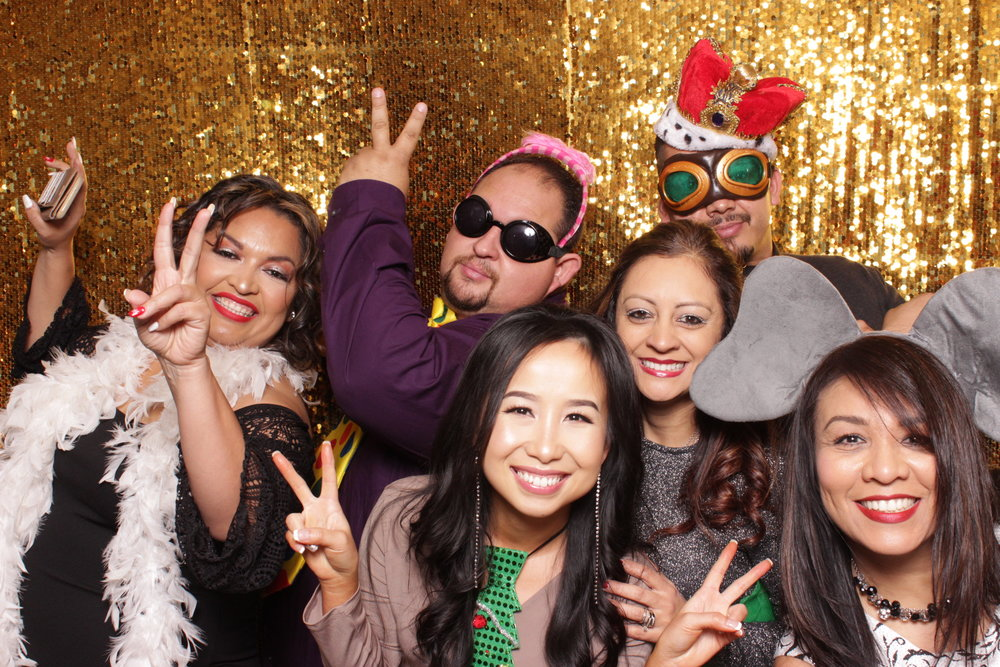 chico-photo-booth-holiday-rush-gold-sequins