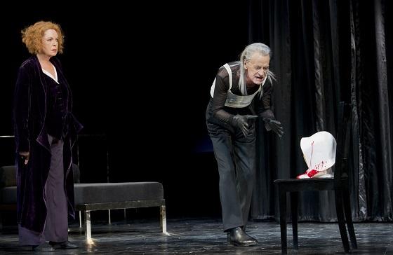 Elisabeth Trissenaar, knapp 70, und Helmuth Lohner, 80, spielen Heiner Müllers Ex-Hassliebenden. © Monika Rittershaus