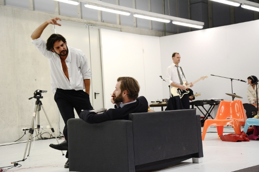 "Dennis Cubic, Tim Breyvogel, Christian Dolezal und Constanze Passin in ""Seelenkalt"" © Chloe Potter"