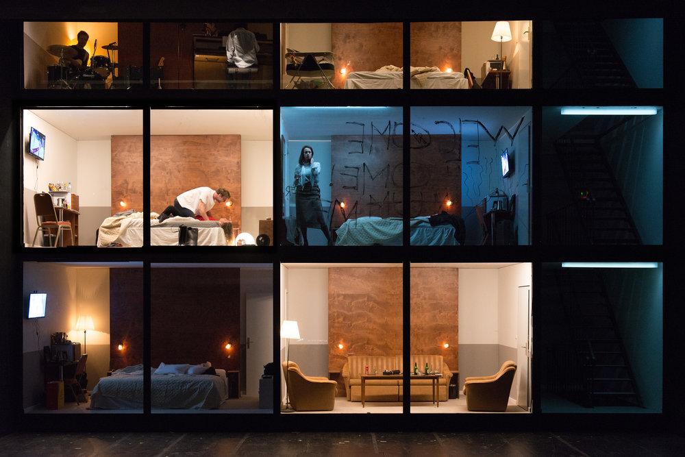 """""""Hotel Strindberg"""", Bühne und Kostüme: Alice Babidge © Reinhard Werner/Burgtheater"""