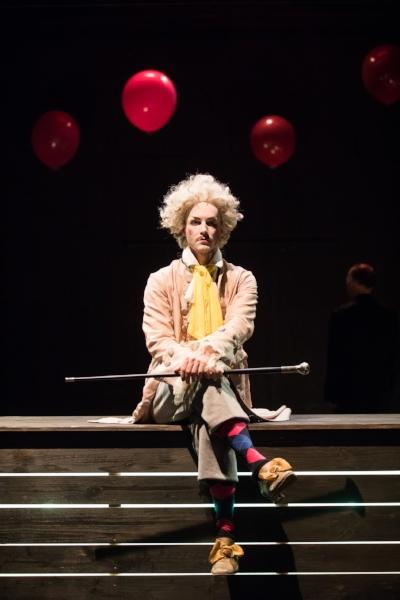 Raphael Nicholas als Spielleiter © Anna Stöcher