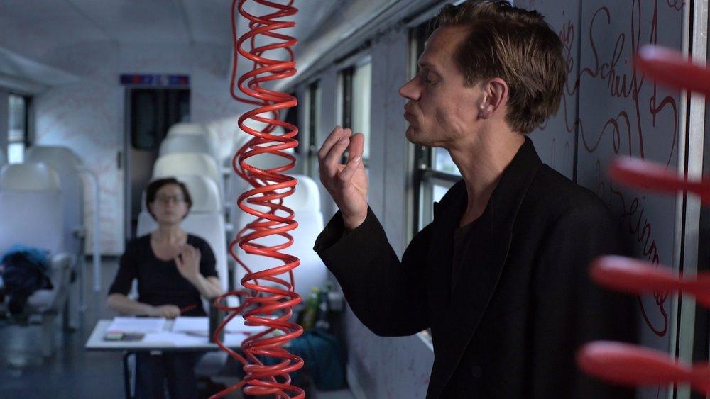 """Aus den Proben: der Schauspieler Andreas Schwankl im Stück """"Am Zug"""" © Sarah Mistura"""