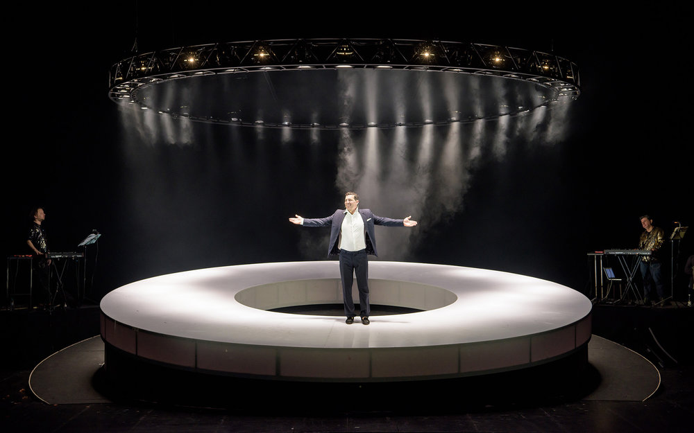 Gregor Bloéb wirft sich ideologiefrei in den Politring © Georg Soulek/Burgtheater
