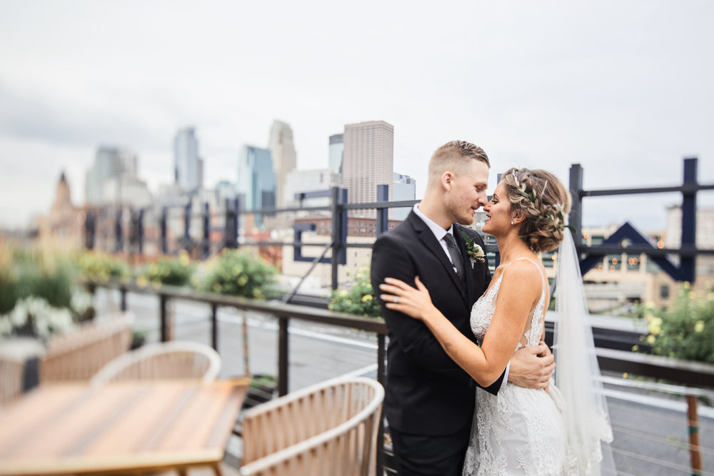 Rooftop wedding Minneapolis Hewing Hotel