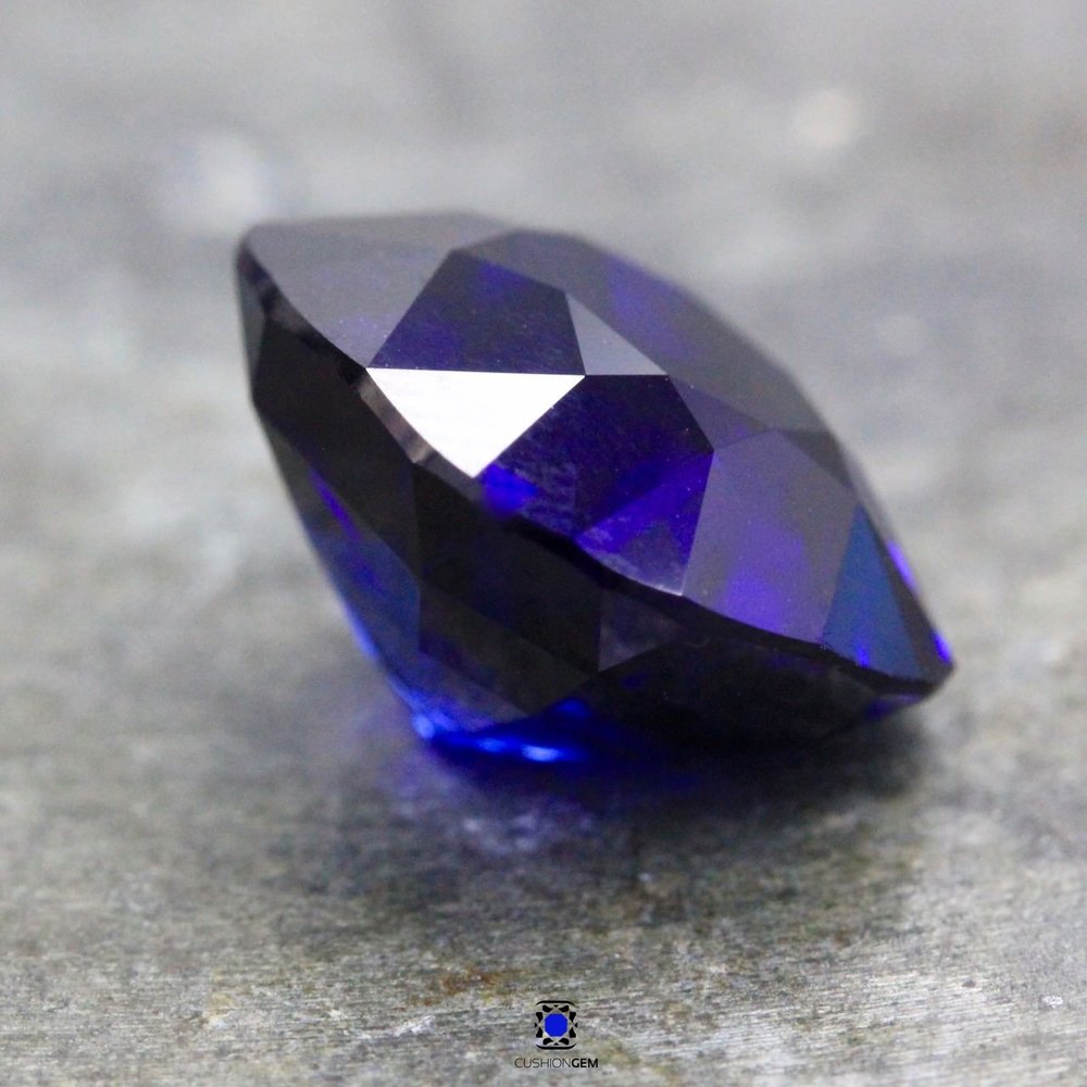 9.89cushionsapphire614.jpg