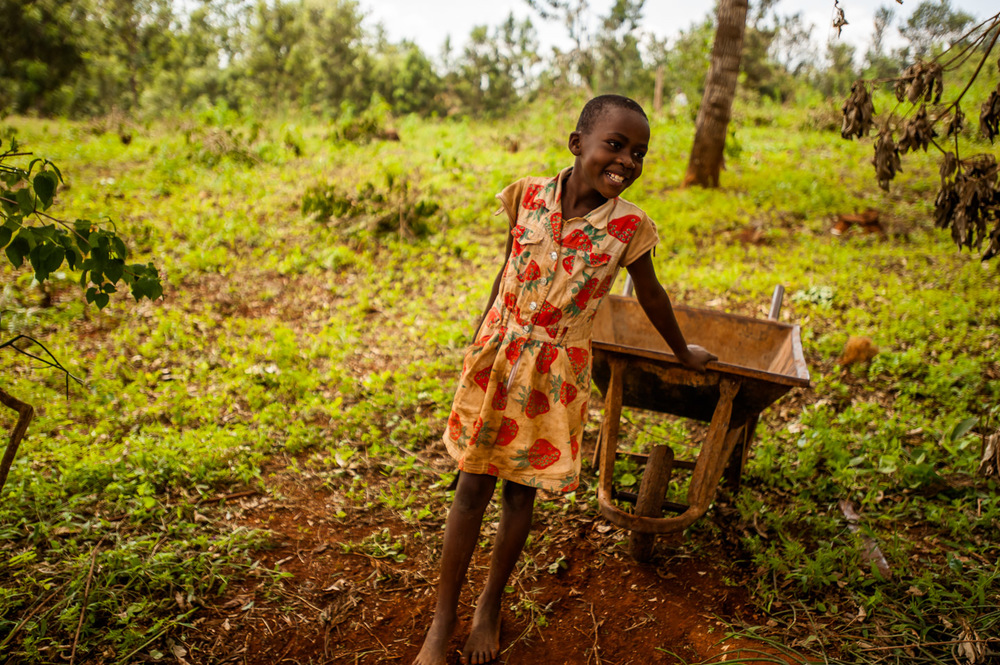 Girl in Riagicheru village, Kianyaga, Kenya, area of legal aid work of Elimu Impact Evaluation Centre. December 5, 2014. Photo: Art Zaratsyan for Photographers Without Borders