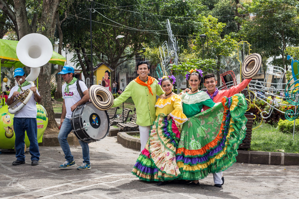 Dancers in the San Gil plaza