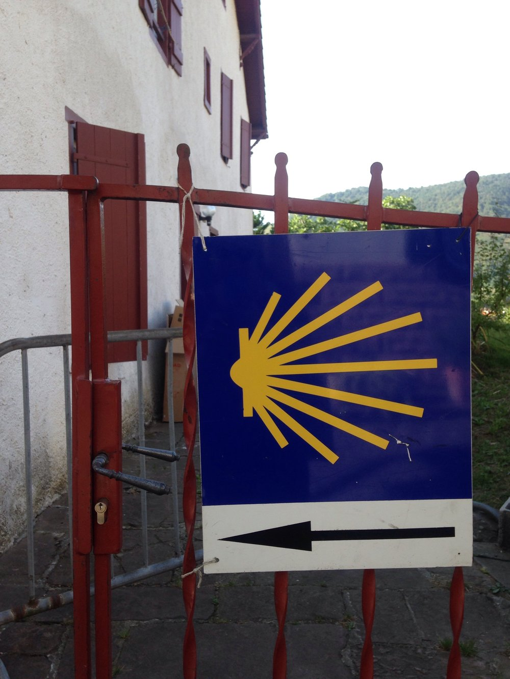 This way to the camino peregrinos.
