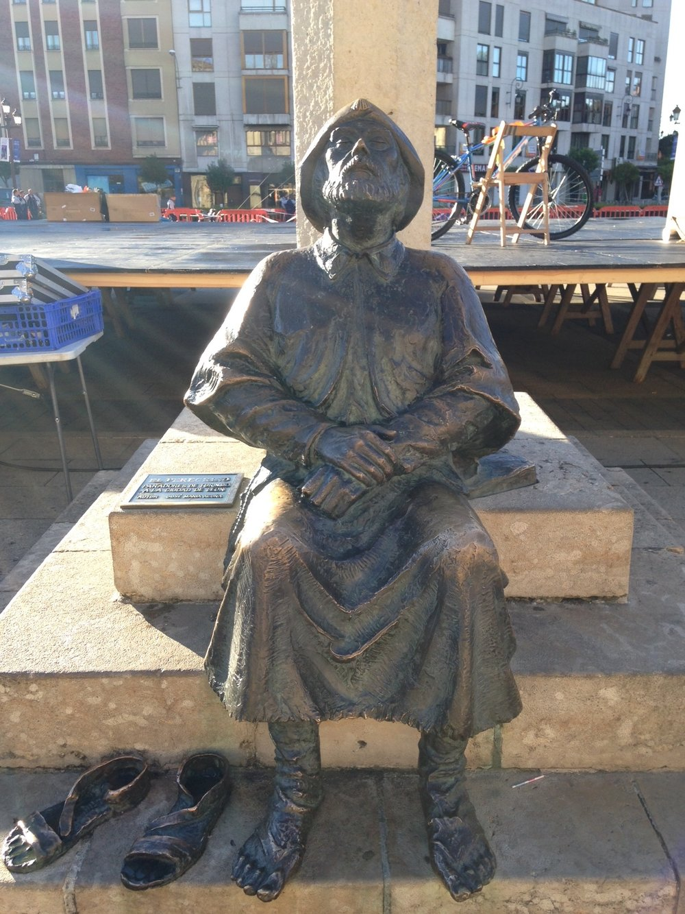 In front of the parador, another statue of a weary pilgrim.