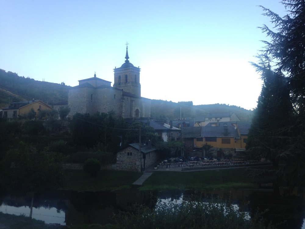 The very pretty town of Molinaseca still hasn't woken up when I'm passing through.