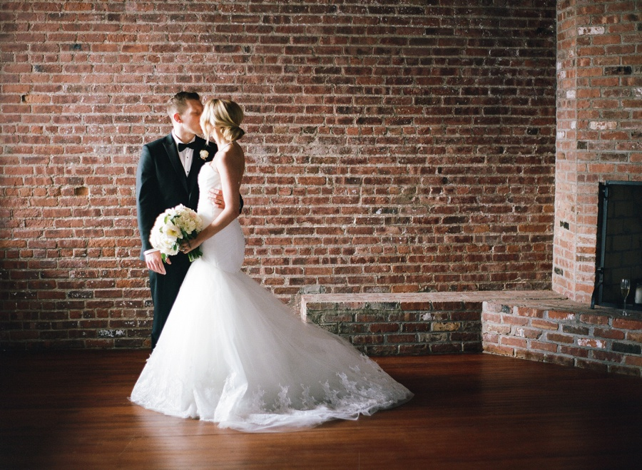 RKP_LIBERTY_WAREHOUSE_BROOKLYN_WEDDING_NYC_026.jpg