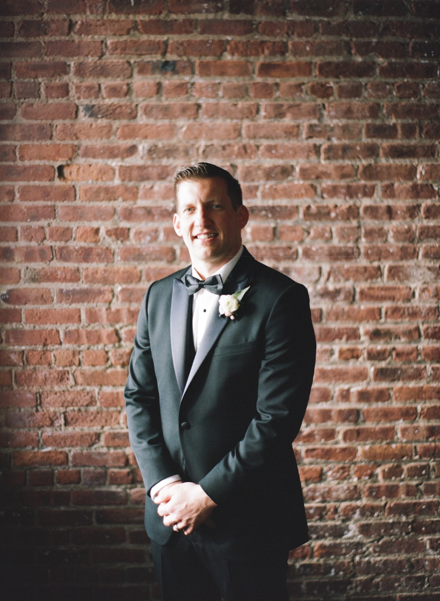 RKP_LIBERTY_WAREHOUSE_BROOKLYN_WEDDING_NYC_027.jpg