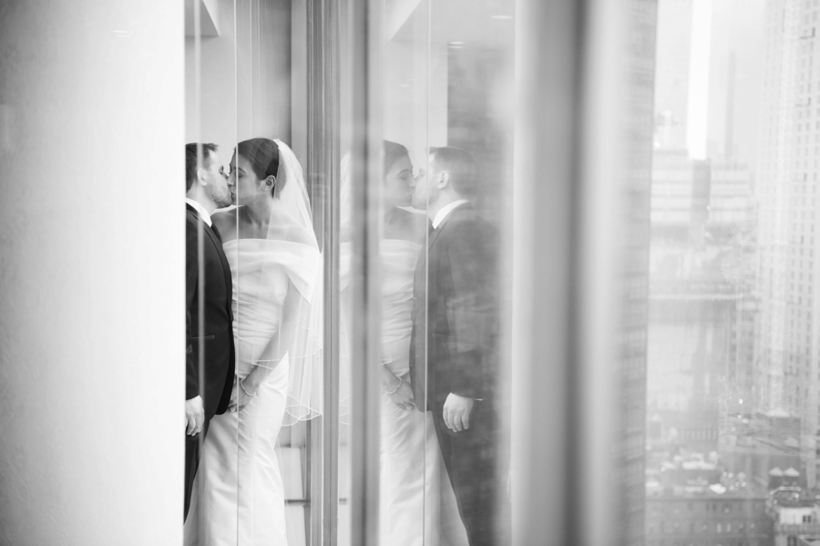 Le_Parker_Meriden_NYC_Rainy_Day_Wedding_TB_0038.jpg