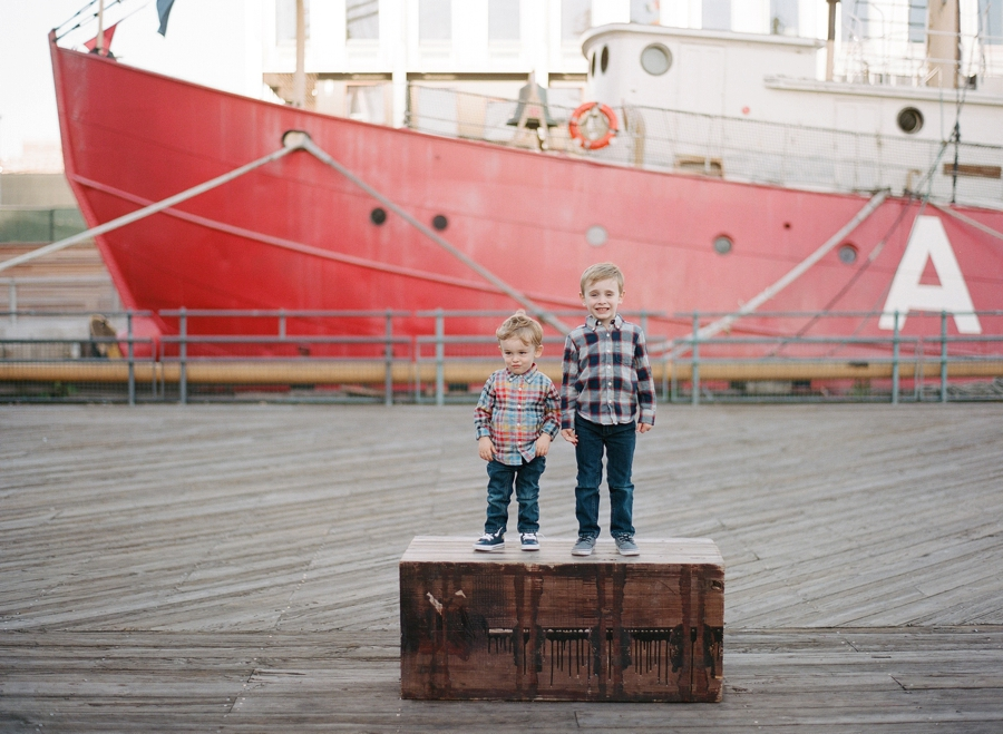 South_Street_Seaport_NYC_Family_Session_007.jpg