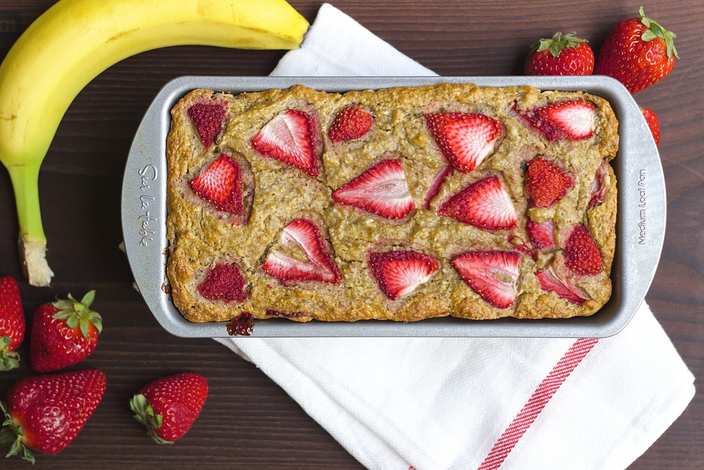Whole Wheat Strawberry Banana Bread {vegan + naturally-sweetened} | Kneading Home
