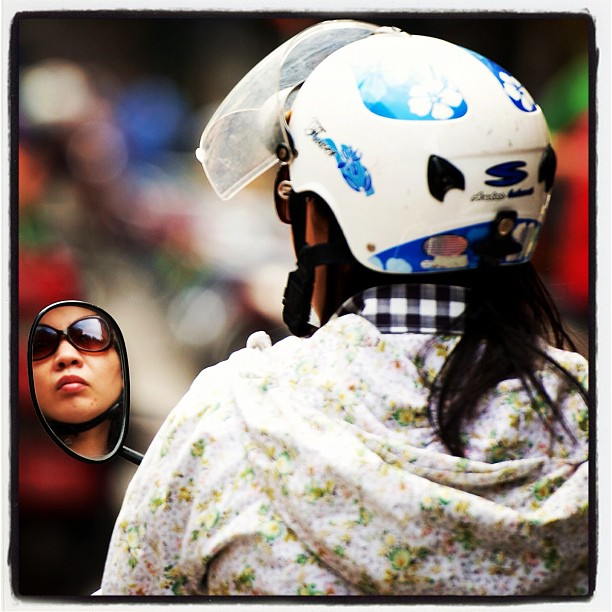 Who are you looking at? #Hanoi, the city of #mopeds. www.soperimages.com