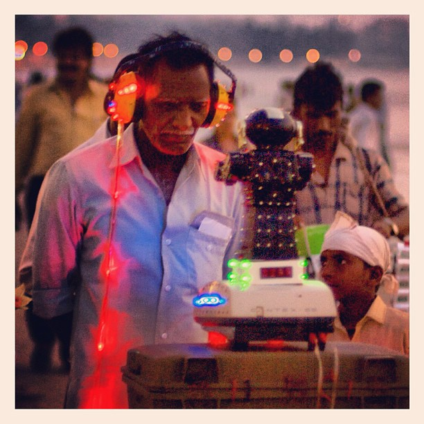 #Fortune-telling machine, #Juhu Beach, #Mumbai.  www.soperimages.com