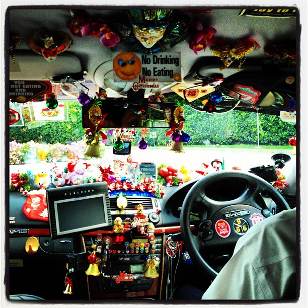 Awesome taxi decor. Not sure how he sees the road. #taxi #decoration #christmas #xmas #cab #car #photo #photography