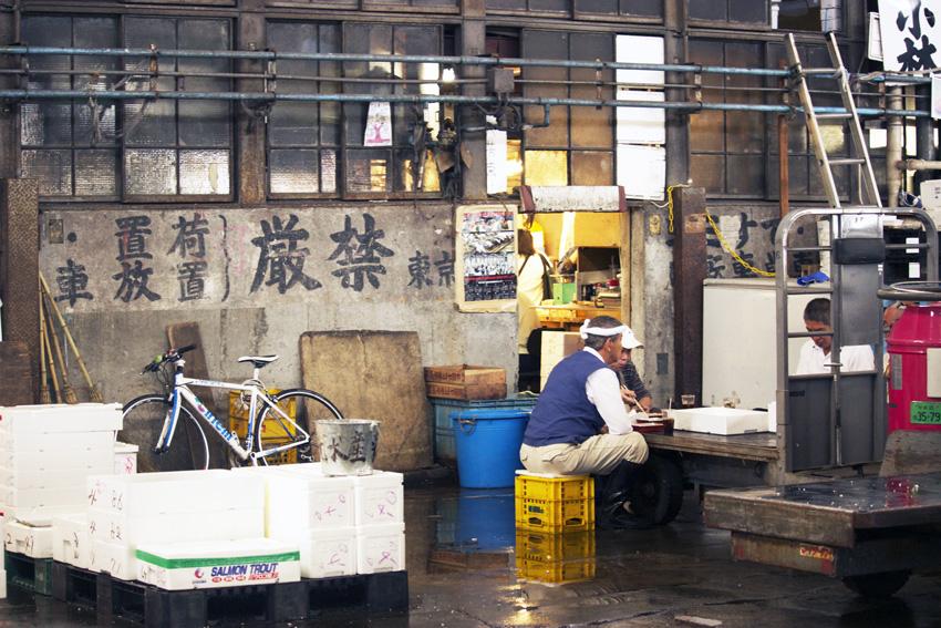 Tsukiji fishmarket 23.jpg