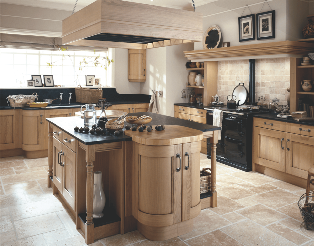 Light Pippy Oak Shaker Fitted Kitchen