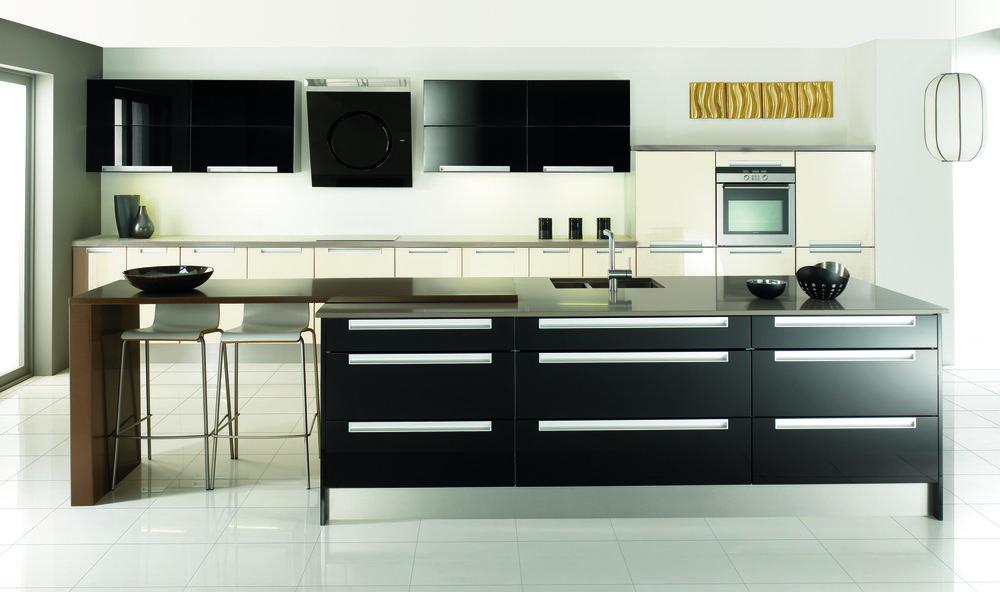 Kitchen Island in large kitchen