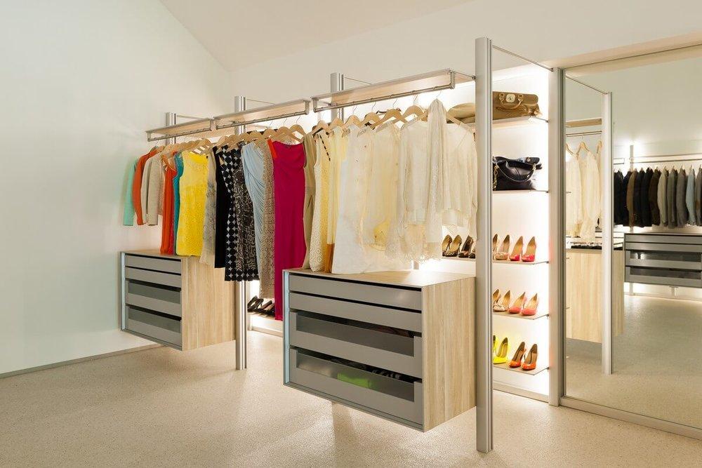 Walk in fitted furniture